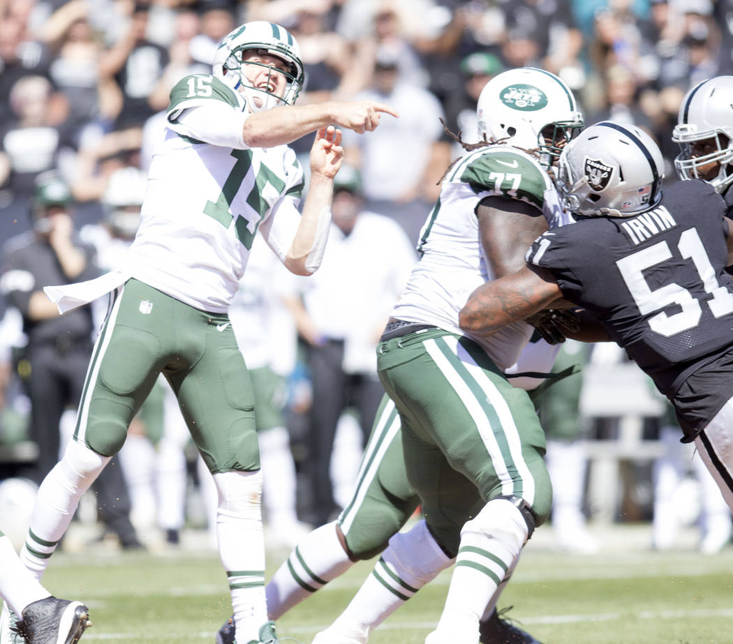 New York Jets quarterback Josh McCown (15) throws a deep pass in the first half of their game against the Raiders in Oakland, Calif., Sunday, Sept. 17, 2017. Heidi Fang Las Vegas Review-Journal @H ...