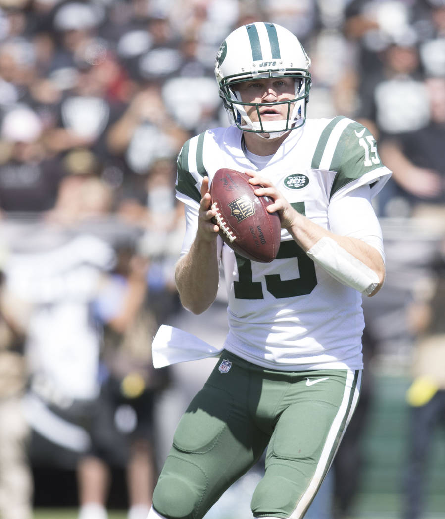 New York Jets quarterback Josh McCown (15) prepares to throw the football against the Oakland Raiders in the first half of their game in Oakland, Calif., Sunday, Sept. 17, 2017. Heidi Fang Las Veg ...