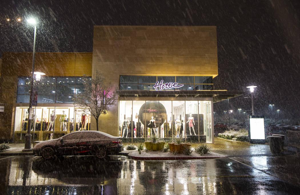 Snow falls around Downtown Summerlin in Las Vegas on Wednesday, Feb. 20, 2019. (Chase Stevens/Las Vegas Review-Journal) @csstevensphoto