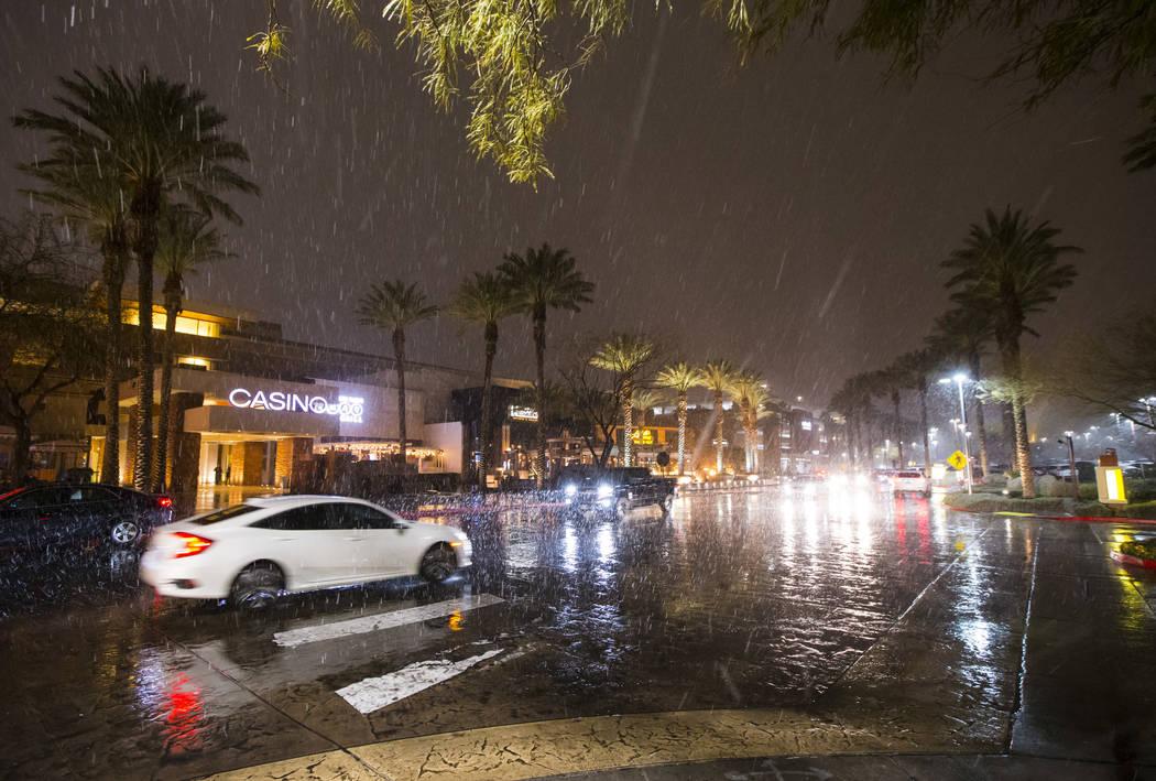 Snow falls outside of Red Rock Resort in Las Vegas on Wednesday, Feb. 20, 2019. (Chase Stevens/Las Vegas Review-Journal) @csstevensphoto