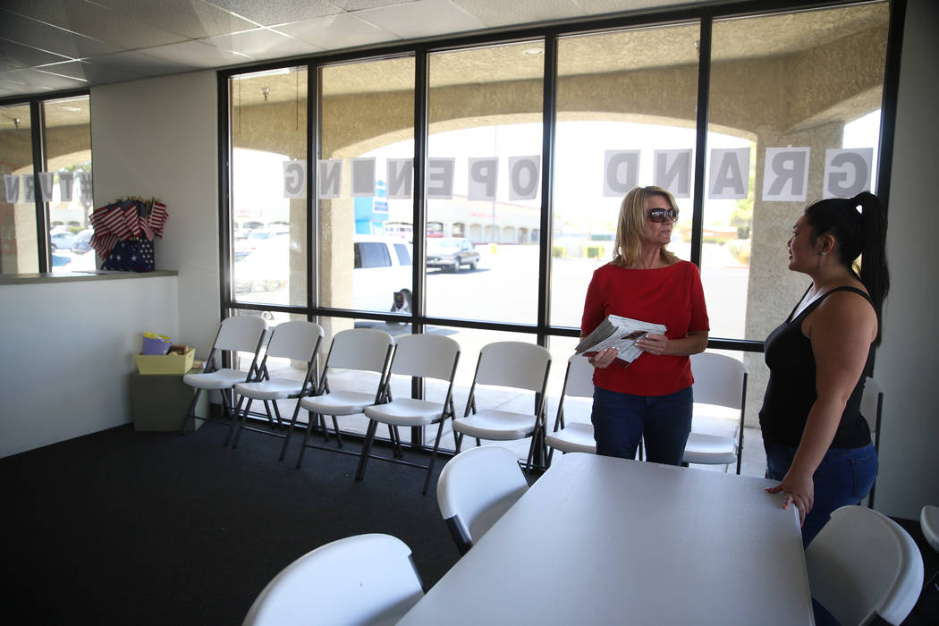 Linda Cannon, left, vice chair of the Clark County Republican Party, talks with Tiffany Fung, p ...