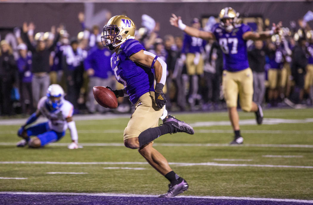 Washington Huskies wide receiver Andre Baccellia (5) scampers into the end zone over the Boise ...