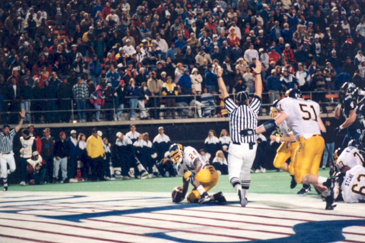 Toledo running back Wasean Tait scores the winning touchdown in the 1995 Las Vegas Bowl. Photo ...
