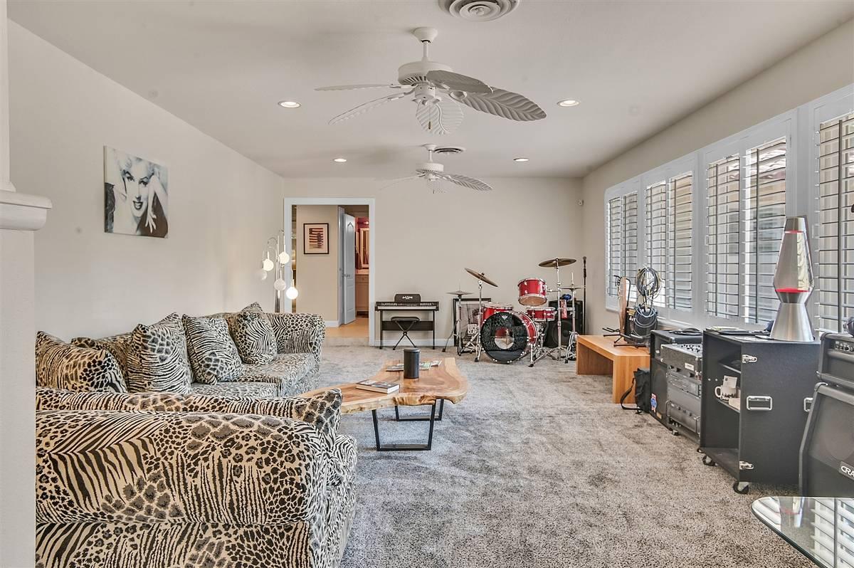 The living room. (Nartey Wilner Group)