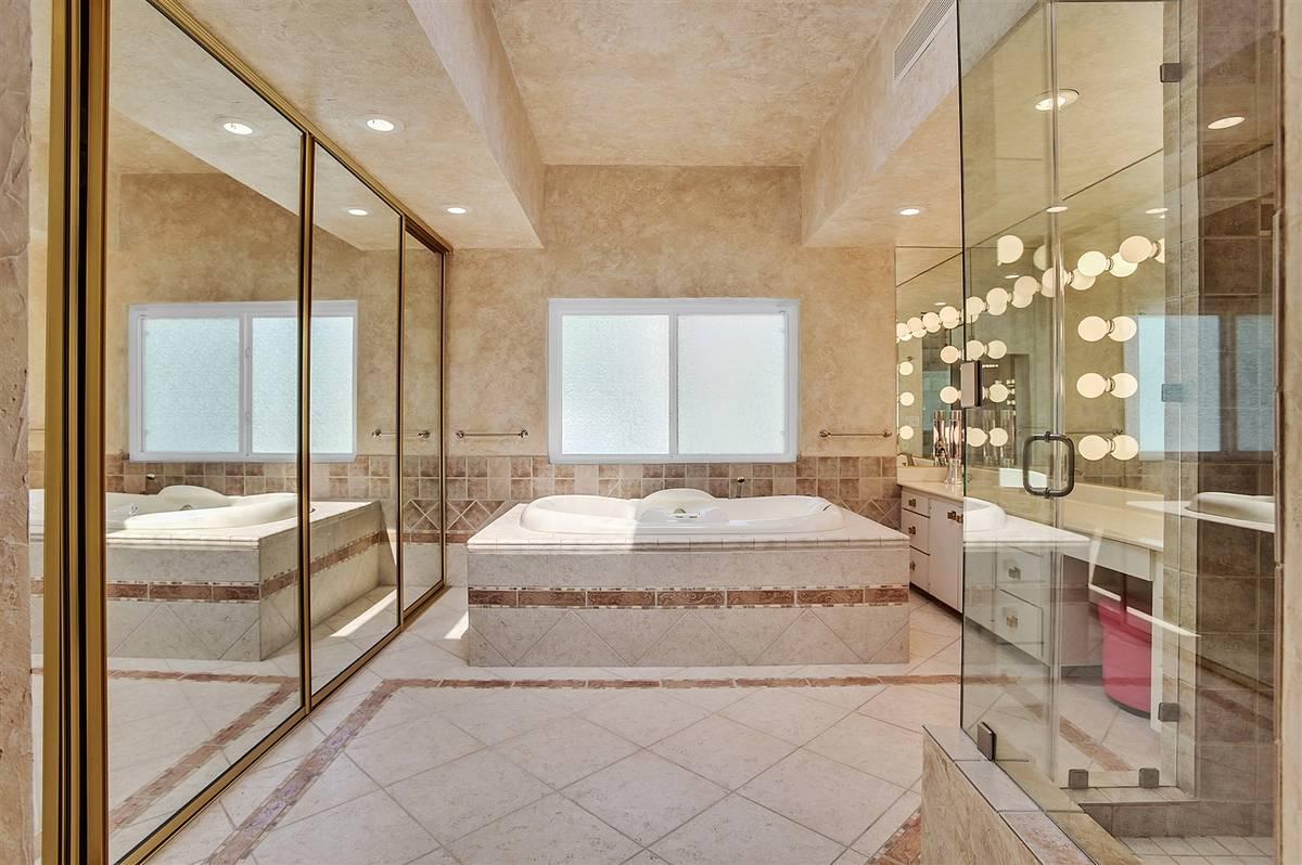 The master bath. (Nartey Wilner Group)