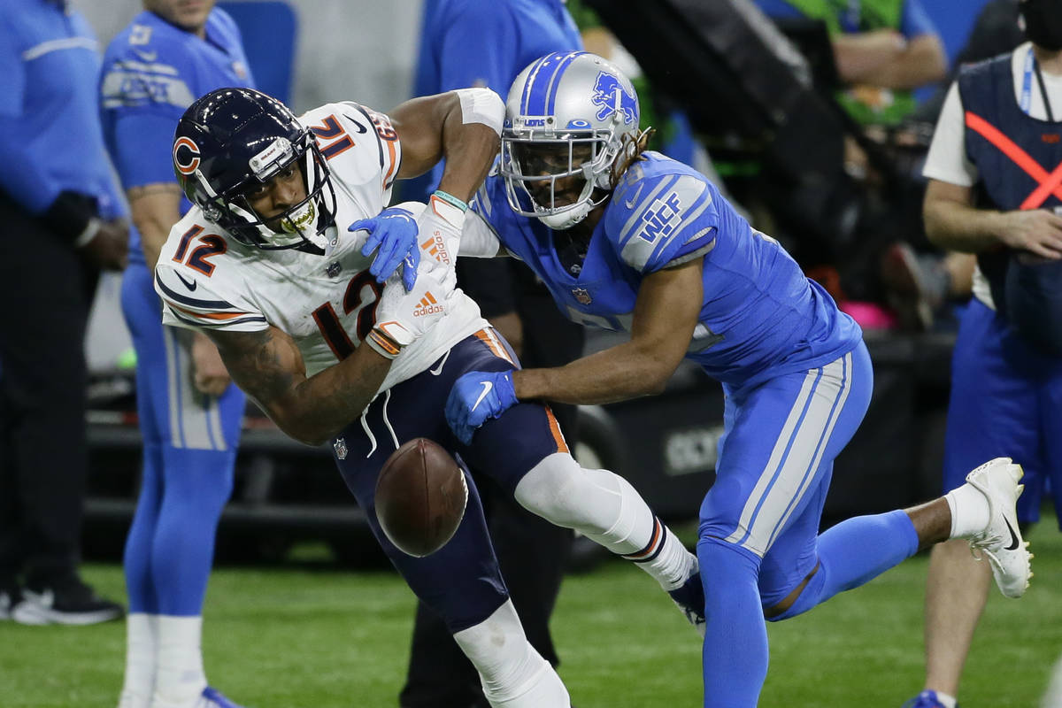 Detroit Lions cornerback Darryl Roberts (29) breaks up a pass intended for Chicago Bears wide r ...