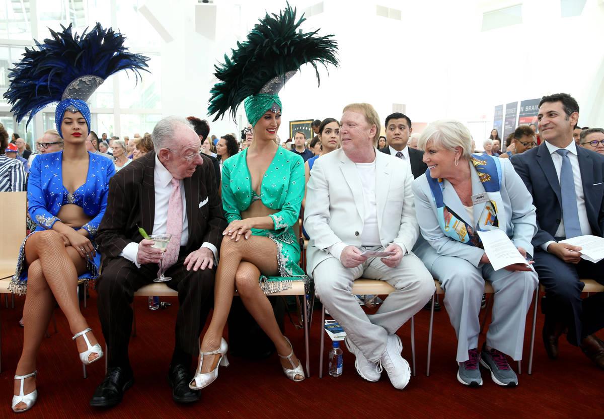 Showgirl Dina A., from left, former Las Vegas Mayor Oscar Goodman, showgirl Carolin Feigs, Raid ...