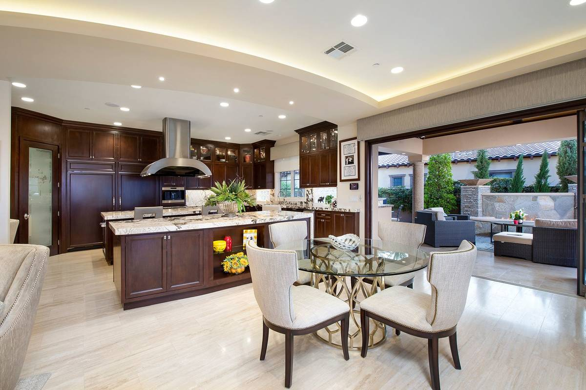 The breakfast nook near the kitchen. (Synergy Sotheby's International Realty)