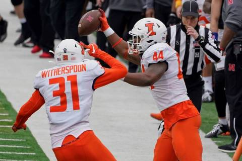 Illinois linebacker Tarique Barnes (44) celebrates with defensive back Devon Witherspoon (31) a ...