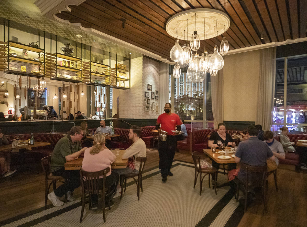 "Guests dine at Buddy V's Ristorante at The Venetian the night before Gov. Steve Sisolak's ""stat ..."