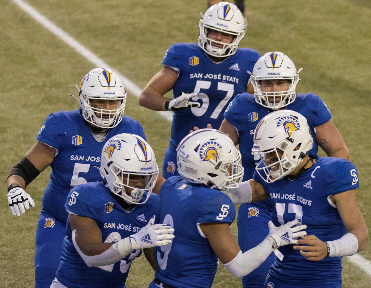 San Jose State Spartans quarterback Nick Starkel (17), San Jose State Spartans wide receiver Is ...