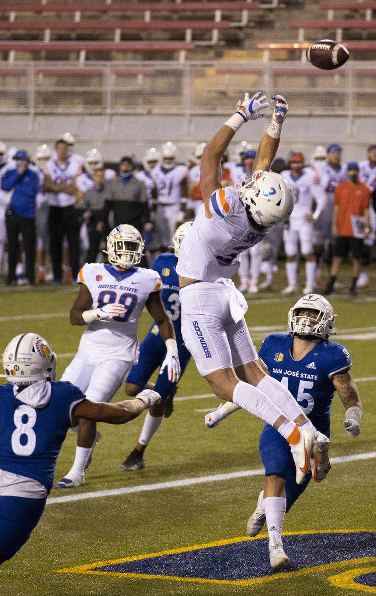 Boise State Broncos tight end Riley Smith (3) tries to make a catch over San Jose State Spartan ...