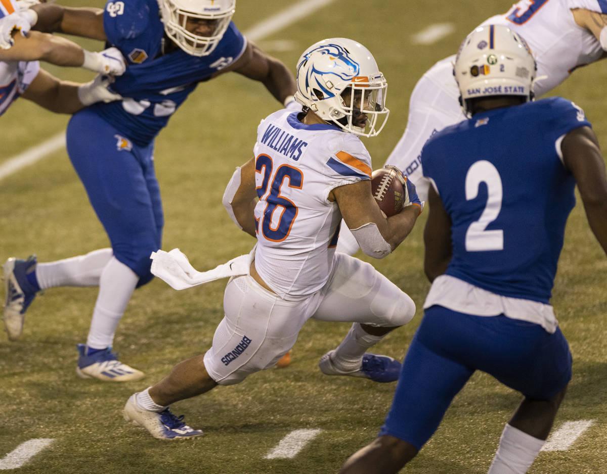 Boise State Broncos cornerback Avery Williams (26) streaks up field past San Jose State Spartan ...