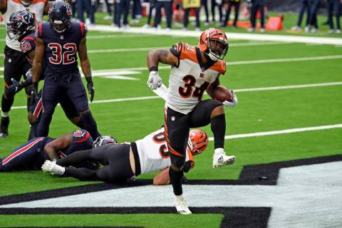 Cincinnati Bengals running back Samaje Perine (34) celebrates after running for a touchdown aga ...