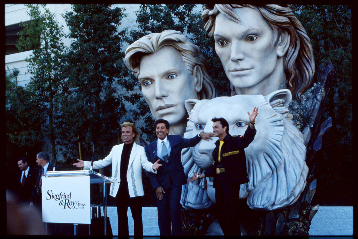 This 1993 file photo shows Mirage Resorts Incorporated chairman Steve Wynn (blue suit), Siegrie ...