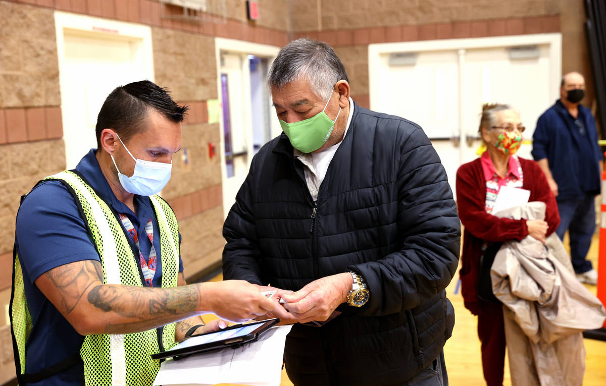 Bobby Donnell, left, an environmental health specialist with Southern Nevada Health District, c ...