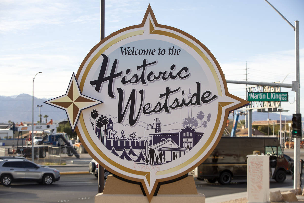 Traffic moves past the newly placed ÒWelcome to the Historic WestsideÓ sign off of US ...