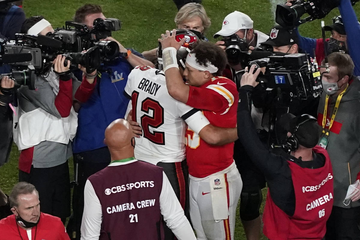 Tampa Bay Buccaneers' Tom Brady (12) and Kansas City Chiefs' Patrick Mahomes (15) greet followi ...