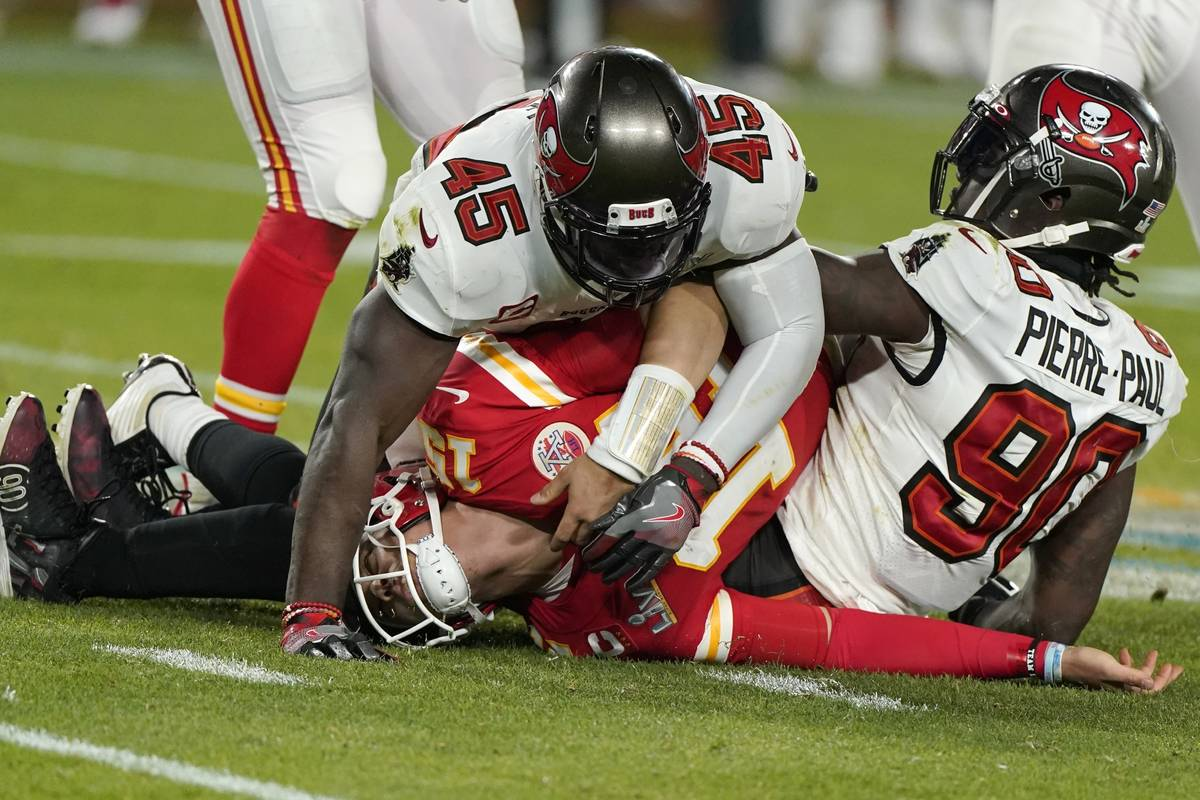 Kansas City Chiefs quarterback Patrick Mahomes, center, is tackled by Tampa Bay Buccaneers insi ...
