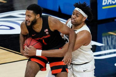 Colorado's Evan Battey (21) tries to steal the ball from Oregon State's Maurice Calloo (1) duri ...