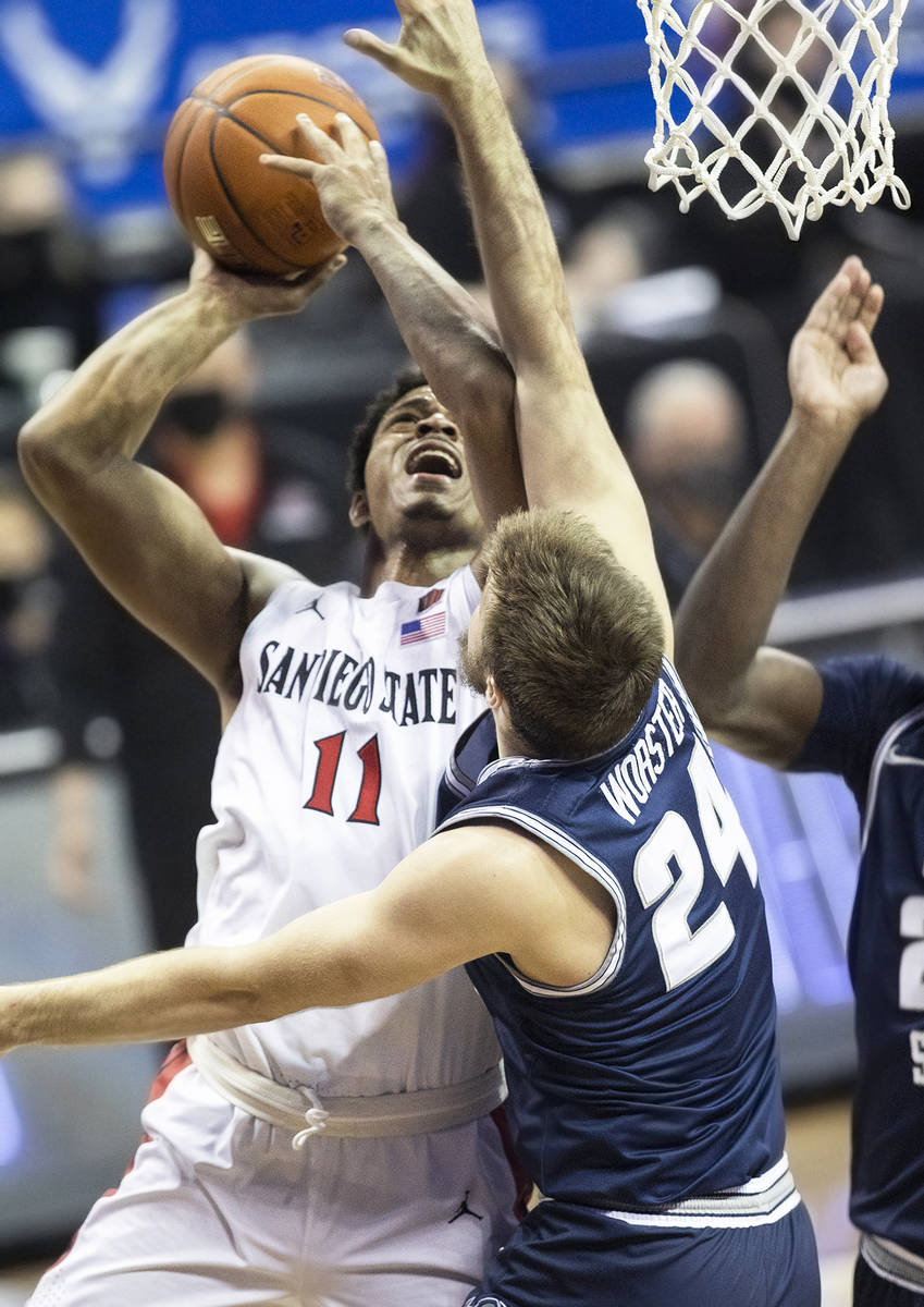 San Diego State Aztecs forward Matt Mitchell (11) drives to the rim past Utah State Aggies guar ...