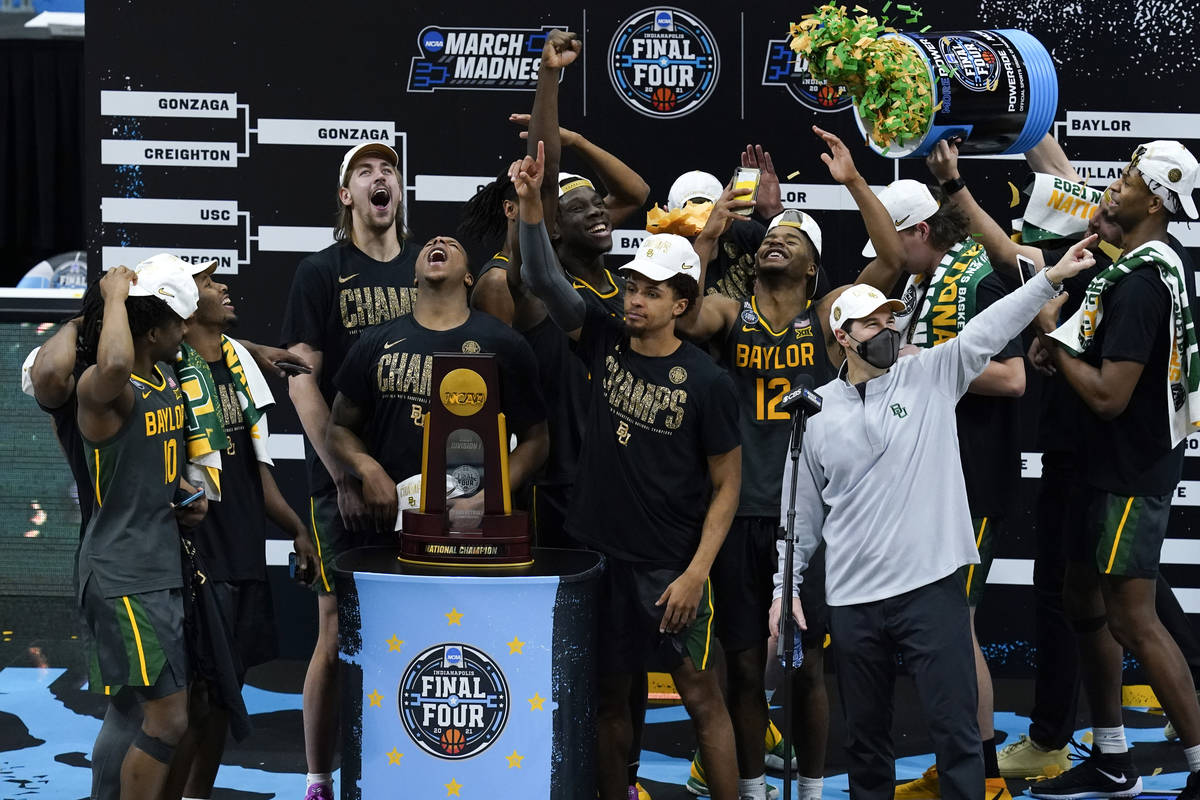 Baylor players and coaches celebrate after the championship game against Gonzaga in the men's F ...