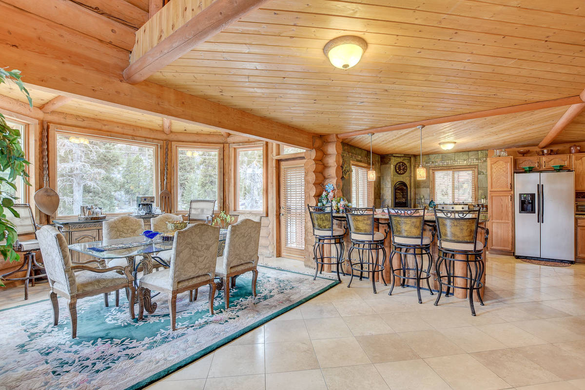 The dining room of 352 Echo Road (Wild Dog Digital)