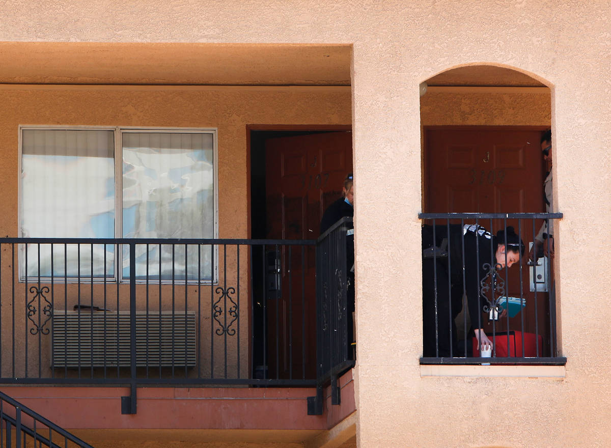 Las Vegas police and their Crime Scene Investigations team investigate in Emerald Suites on Pa ...