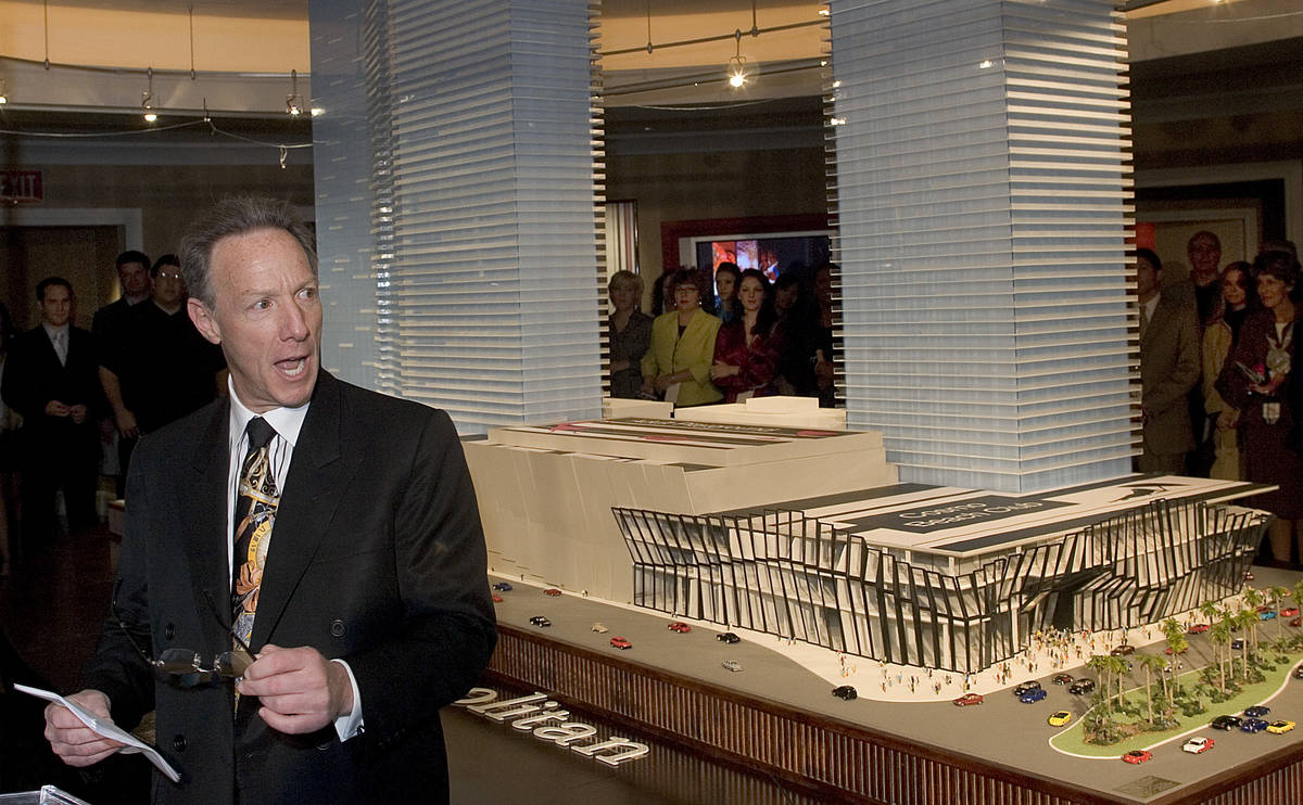 Ian Bruce Eichner, developer of the Cosmopolitan of Las Vegas, speaks to an audience around a m ...