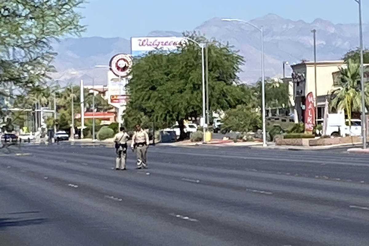 Las Vegas police respond to a barricade situation on the 4400 block of East Bonanza Road, near ...