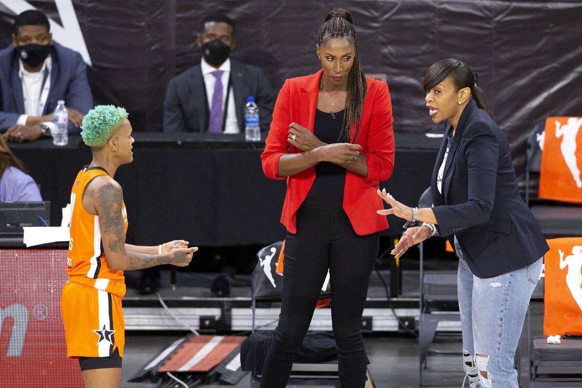 Team WNBA co-head coaches Lisa Leslie, center, and Tina Thompson, right, coach player Courtney ...