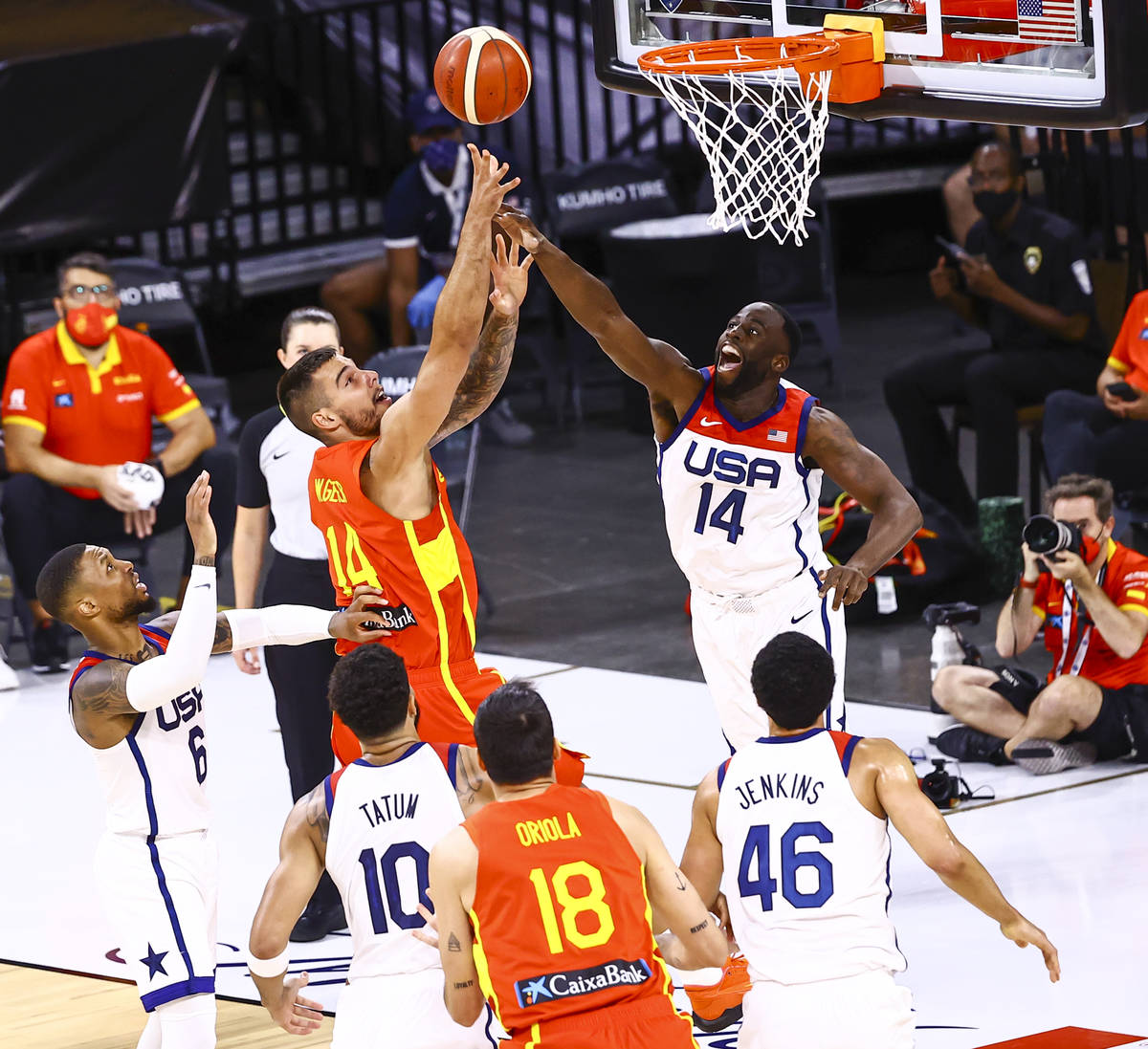 United States center Draymond Green (14) reaches out to block Spain center Willy Hernangomez (1 ...