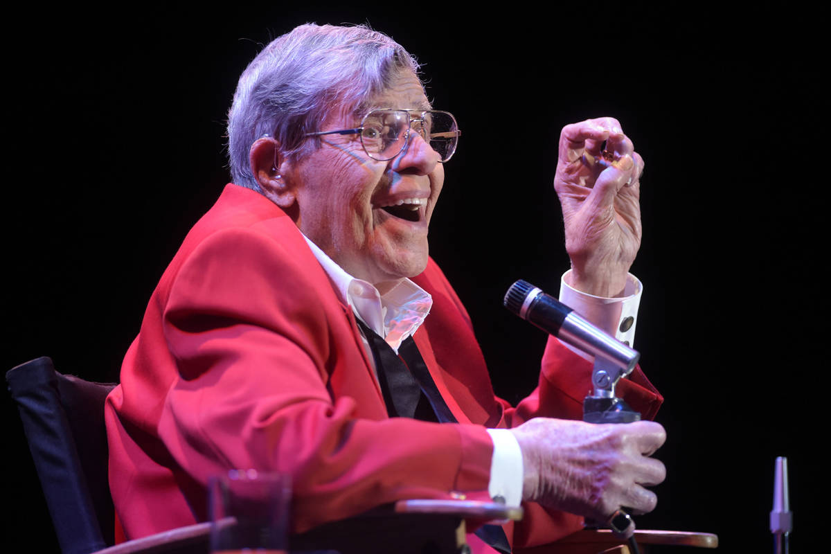 Jerry Lewis performs during the final show of his run at the South Point, Sunday, Oct. 2, 2016, ...