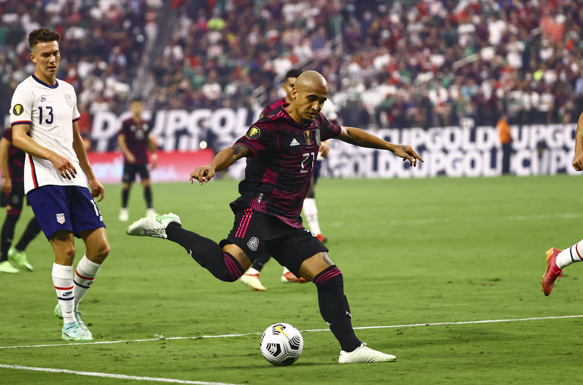 Mexico defender Luis Rodriguez (21) moves the ball against the United States during the first h ...