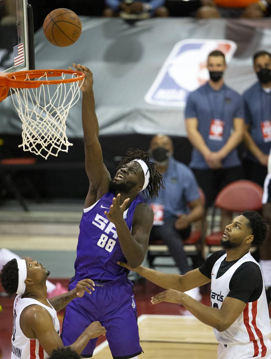 Sacramento Kings center Neemias Queta (88) shoots a point while Washington Wizards players Jord ...