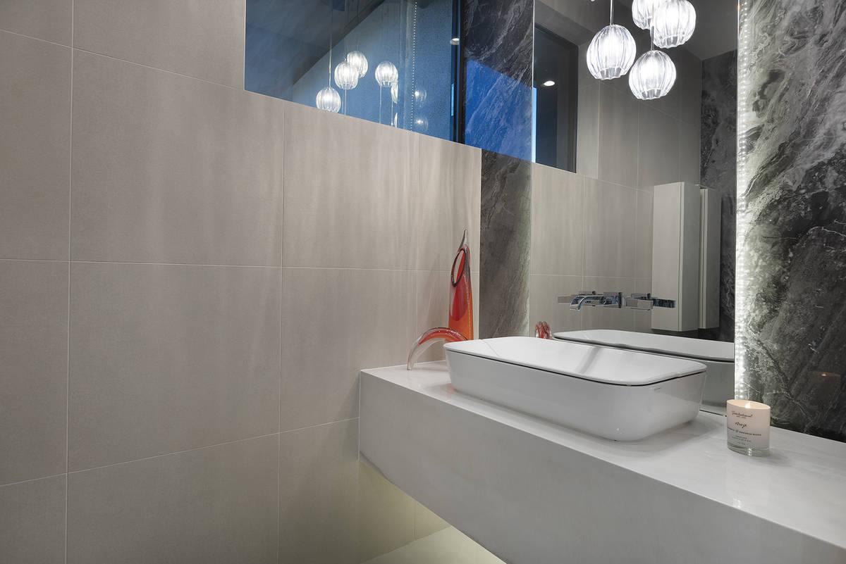 A guest bath. (Kristen Routh-Silberman)