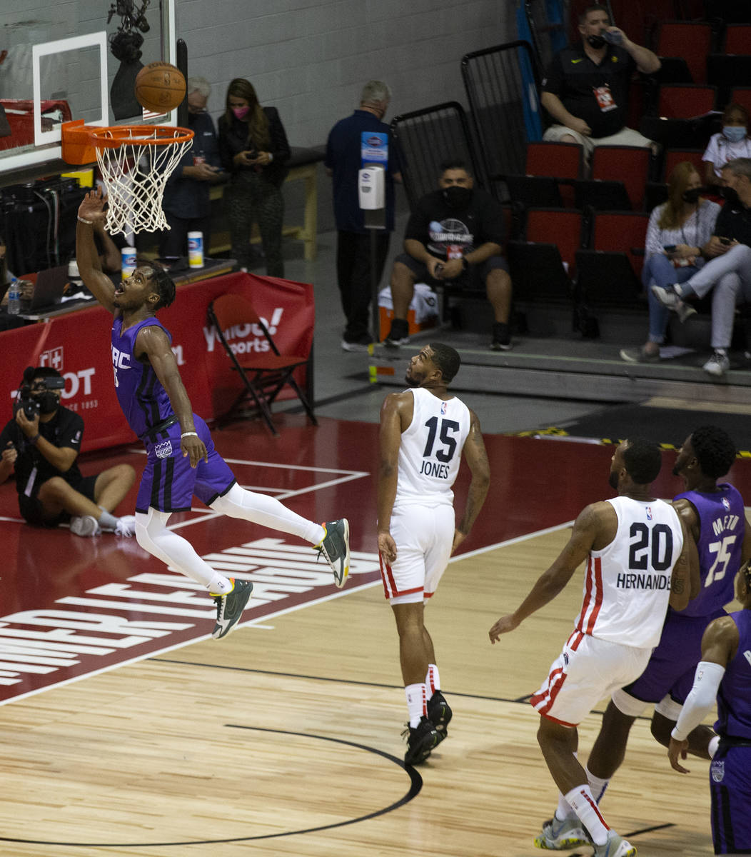 Sacramento Kings guard Davion Mitchell (15) jumps for a layup during the first half of an NBA S ...