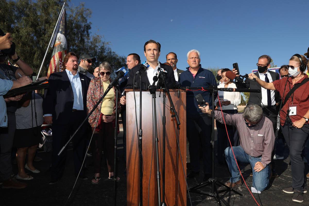El ex fiscal general de Nevada, Adam Laxalt, habla durante una conferencia de prensa del Partid ...