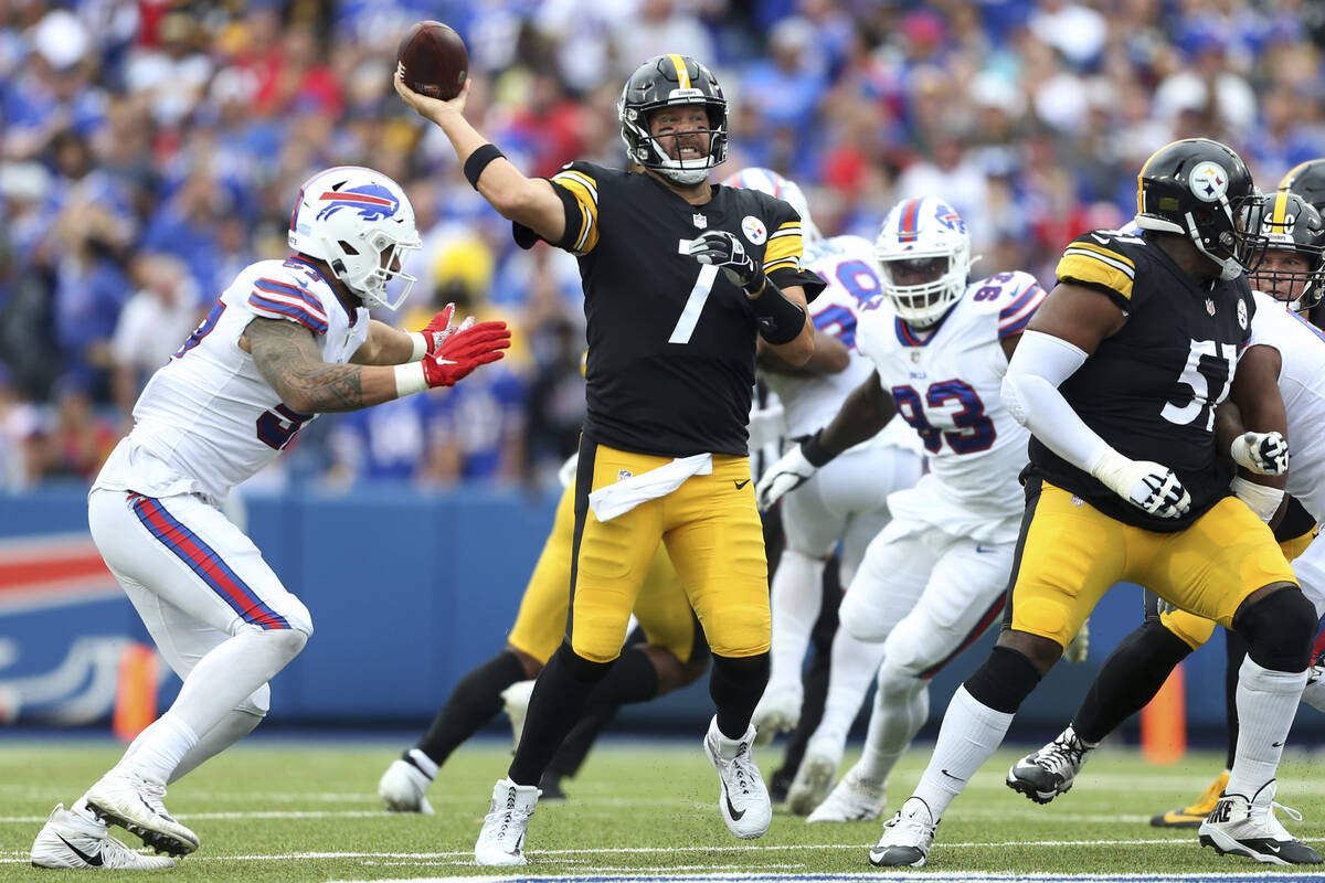 Pittsburgh Steelers quarterback Ben Roethlisberger (7) throws a pass during the second half of ...