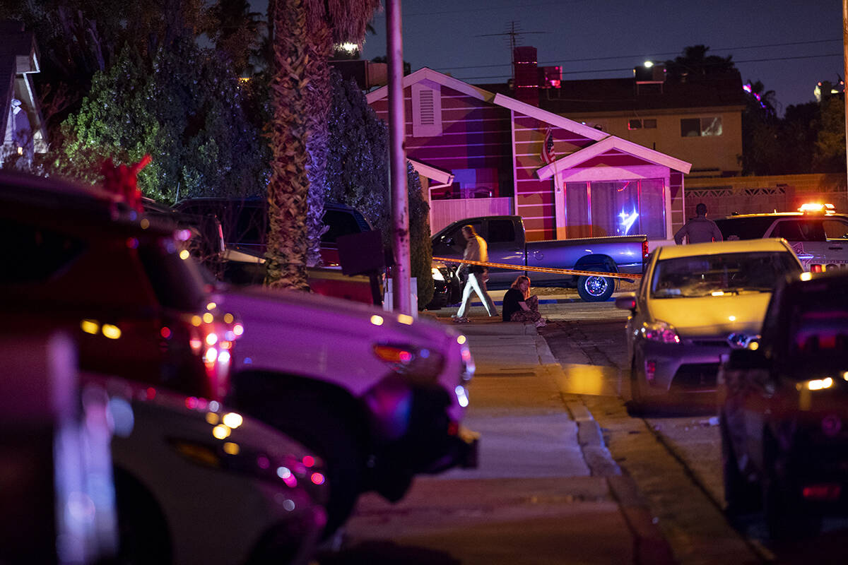 Las Vegas police officers investigate the scene of homicide on Montcliff Avenue in Spring Valle ...