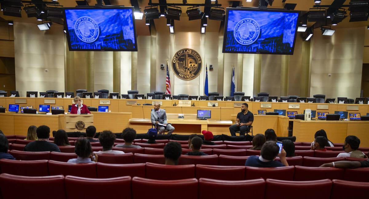 City of Las Vegas Mayor Carolyn Goodman, left, speaks beside Dr. Sheldon Jacobs and the Raiders ...