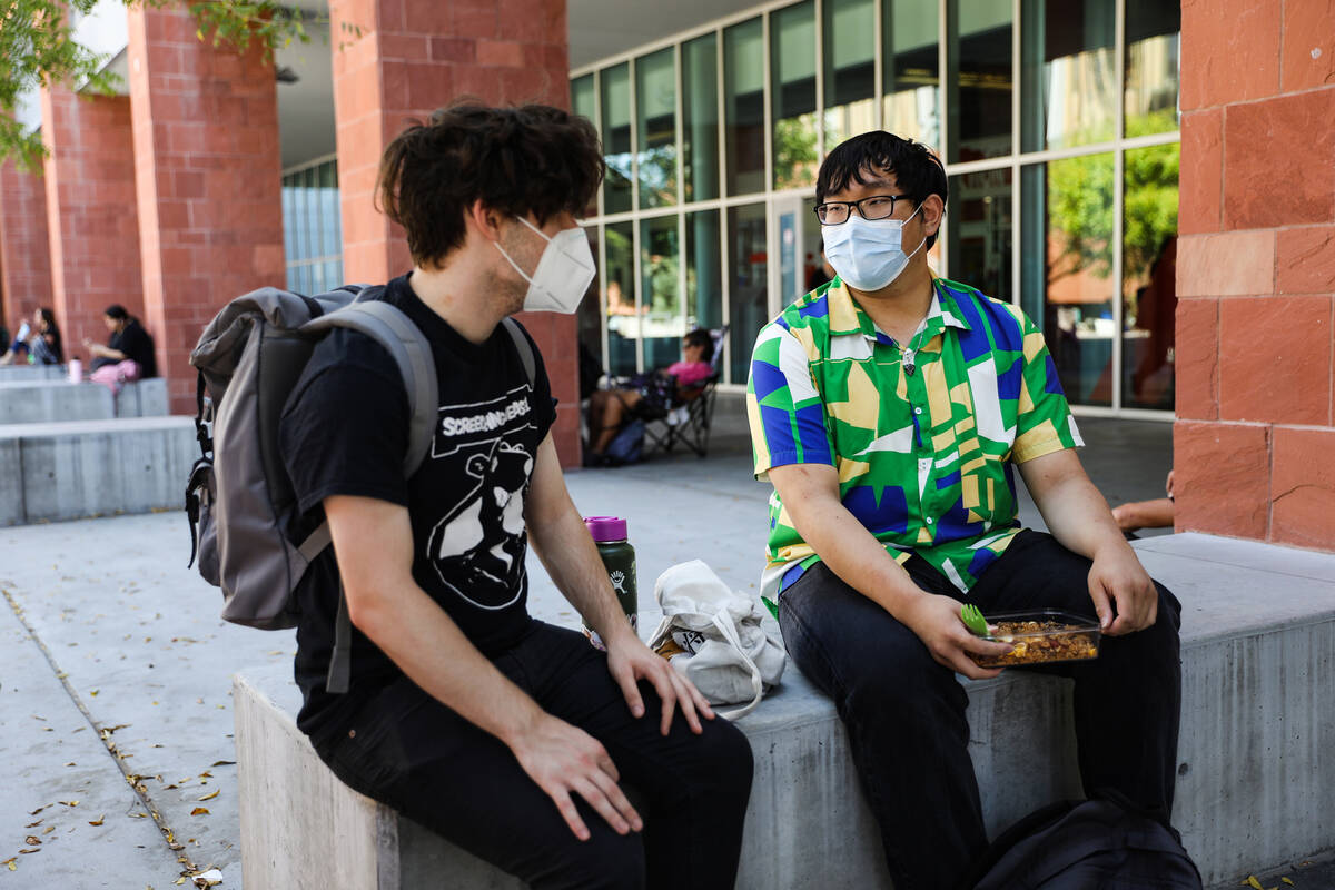 Glynn Fields, left, hangs out with his friend Fae Ung, right, both sophomores, at UNLV on Thurs ...