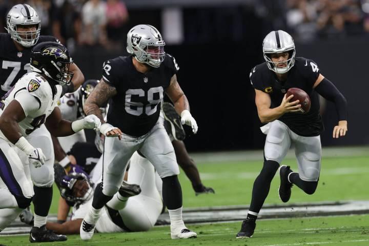 Raiders quarterback Derek Carr (4) carries a ball against Baltimore Ravens during the first qua ...