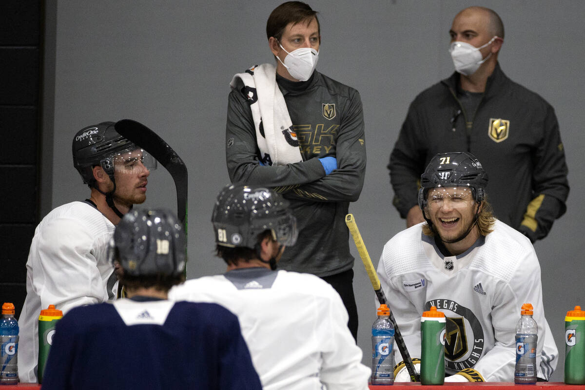 Golden Knights center William Karlsson (71) laughs alongside right wing Reilly Smith (19) and c ...