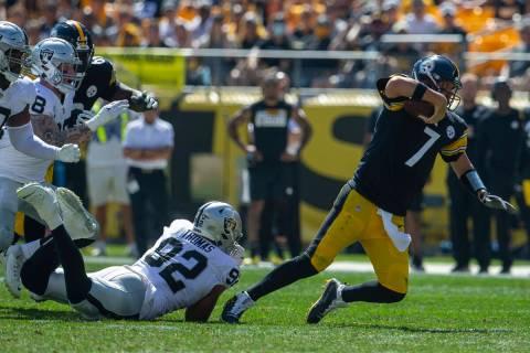 Raiders defensive end Solomon Thomas (92) sacks Pittsburgh Steelers quarterback Ben Roethlisber ...