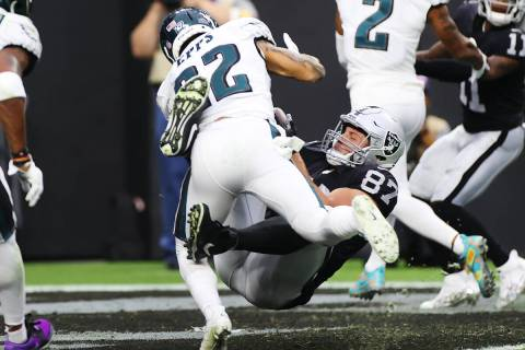 Raiders tight end Foster Moreau (87) makes a catch for a touchdown under pressure from Philadel ...